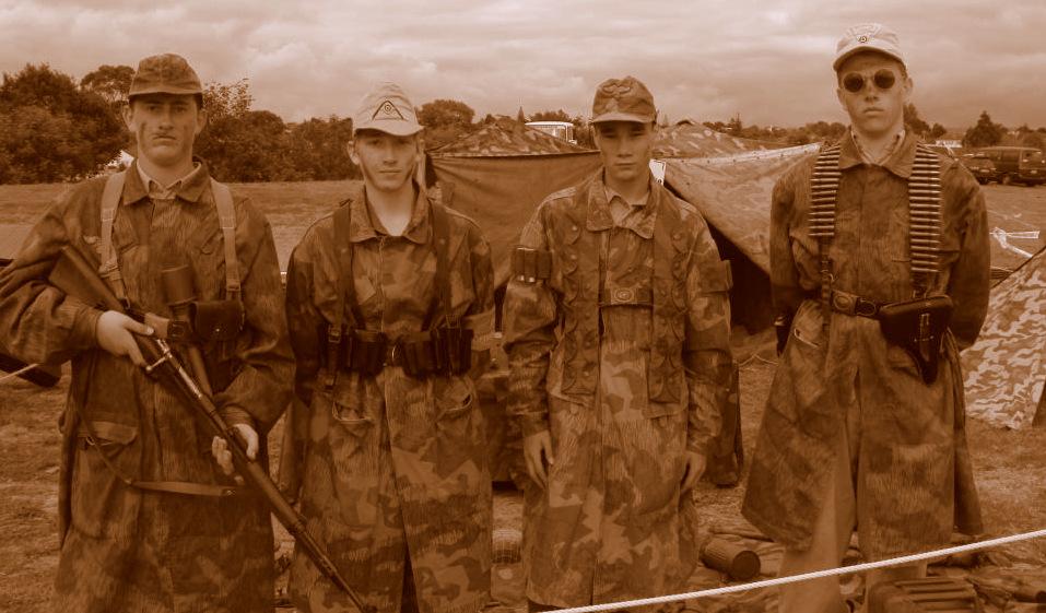 FJ German paratroopers in camouflage smocks.