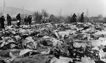 Σωρός τα πτώματα των μαχητών του ΔΣΕ που σκοτώθηκαν στη Φλώρινα (περί τους; 800), οι οποίοι θαφτηκαν σε ομαδικο ταφο μετα την Μαχη