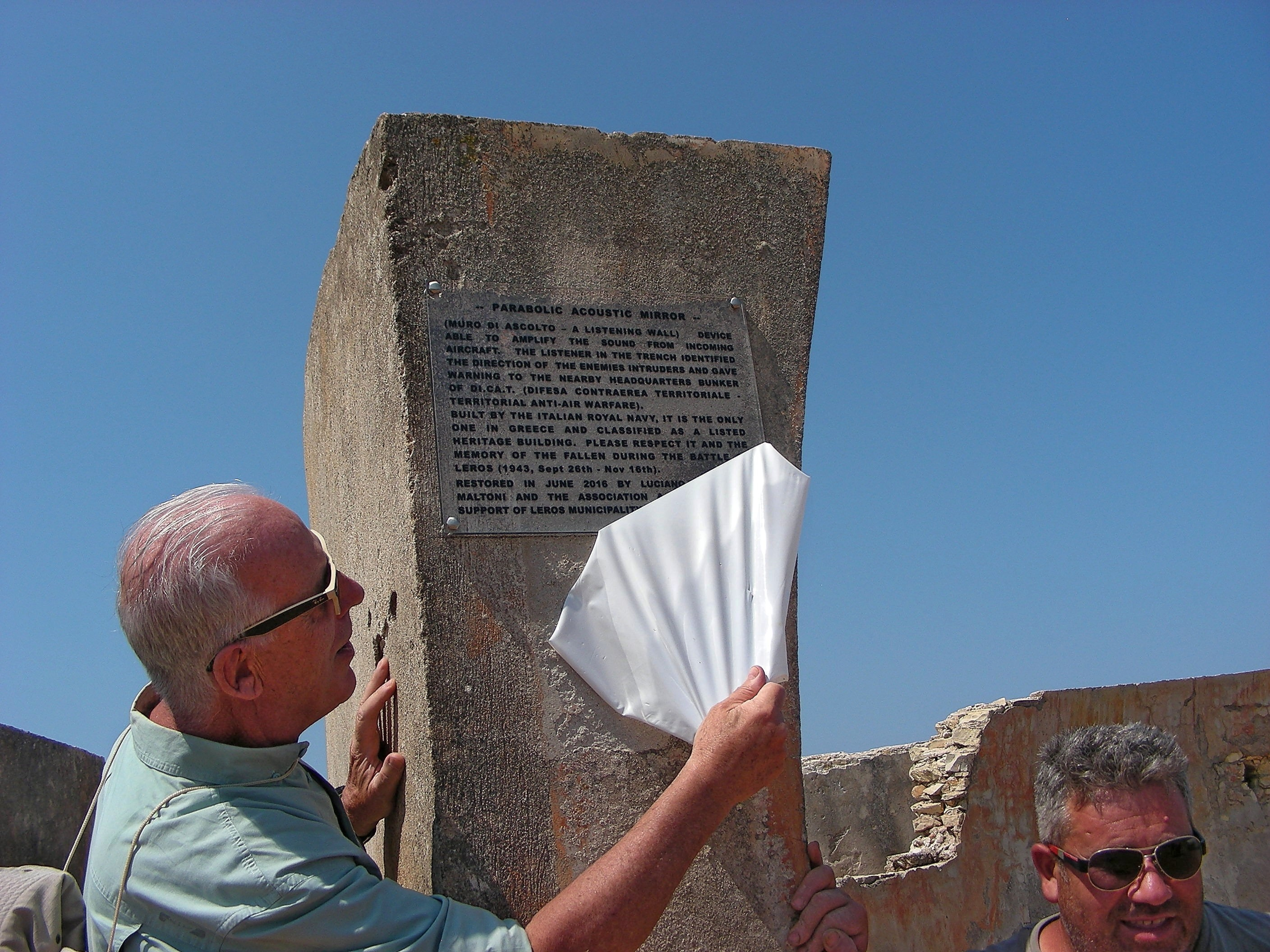 Luciano Alberghini Maltoni uncovers the restoration plaque of the Listening Wall at Mount Patella, Leros Island