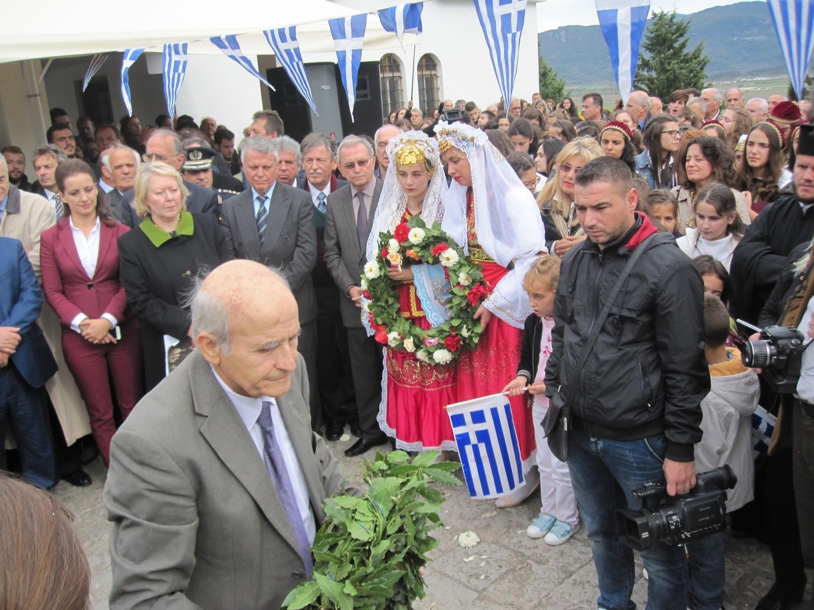 Ο εκπρόσωπος της Ενωσης Ελλήνων Λογοτεχνών Αγαθ.Παναγούλιας που ανάδειξε το νεκροταφείο αυτό και βρήκε και τους συγγενείς των πεσόντων