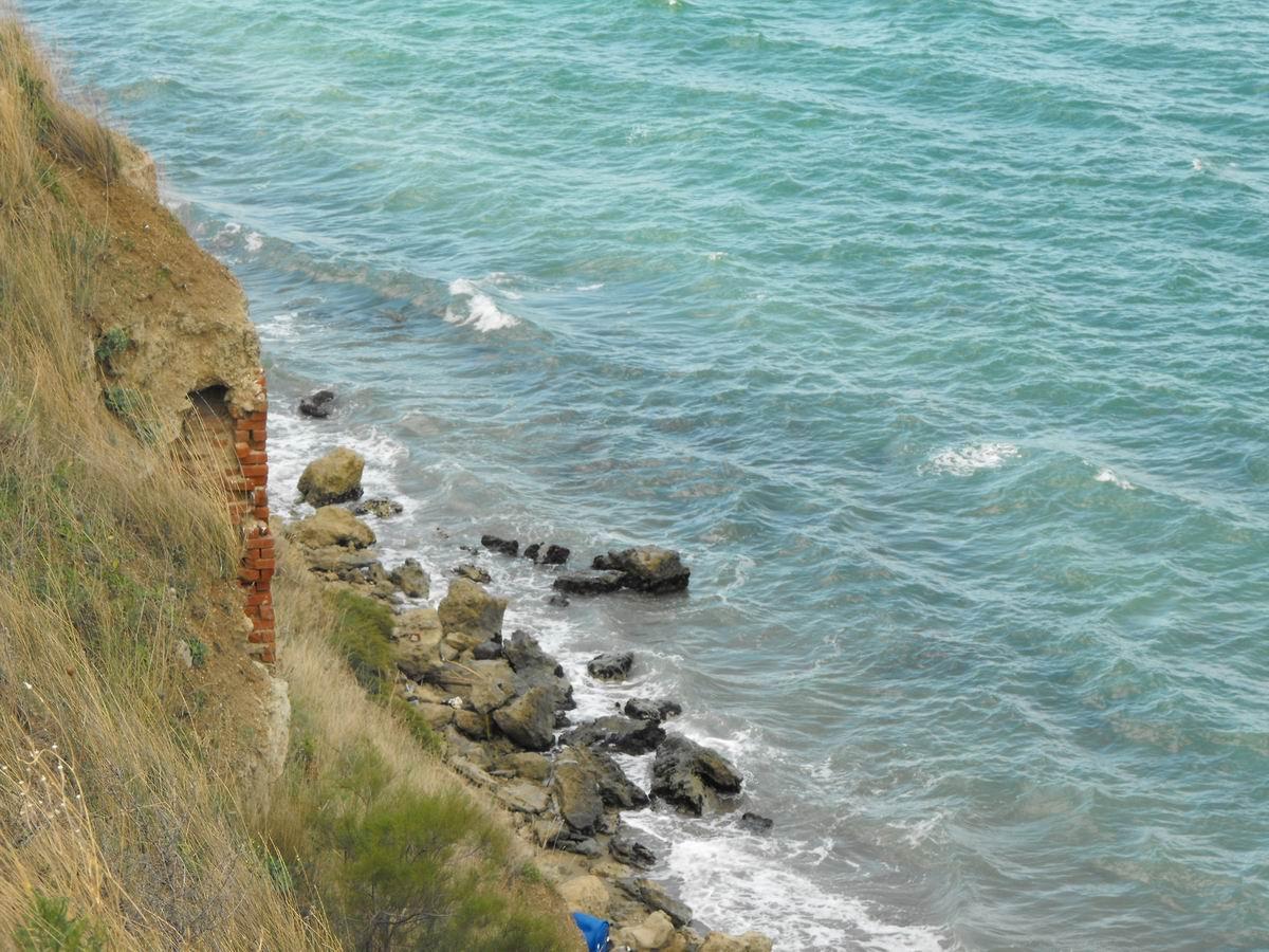 ΚΑΡΑΜΠΟΥΡΝΟΥ - Εξοδος προς θαλασσα .