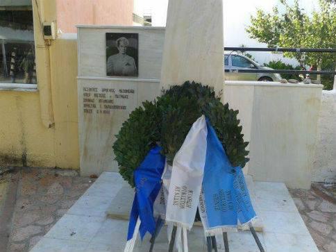 Το μνημείο στην παραλία Αυλίδος, προς τιμήν του πεσόντα αεροπόρου