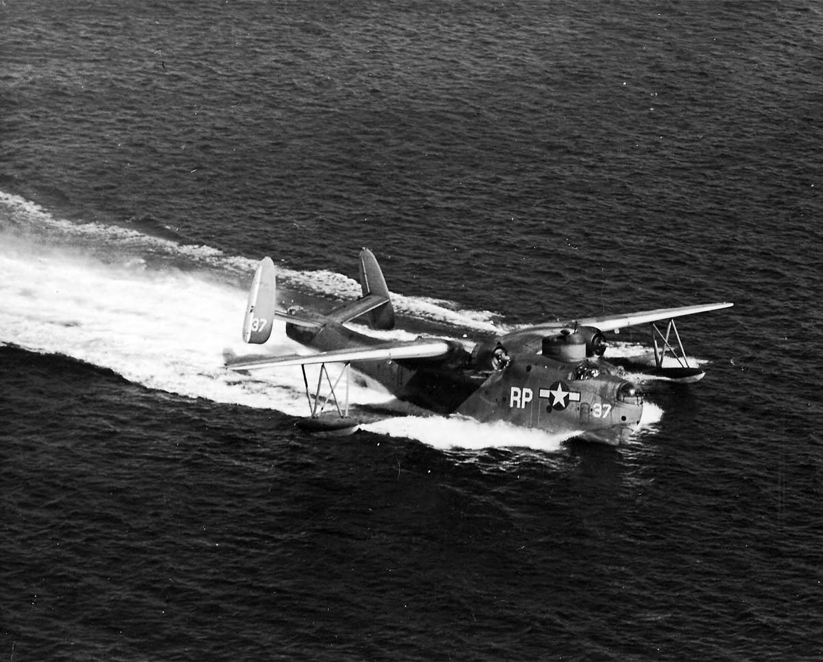 PBM-3D_Mariner_taxiing_in_the_waters_off_NAS_Pensacola_25_October_1944