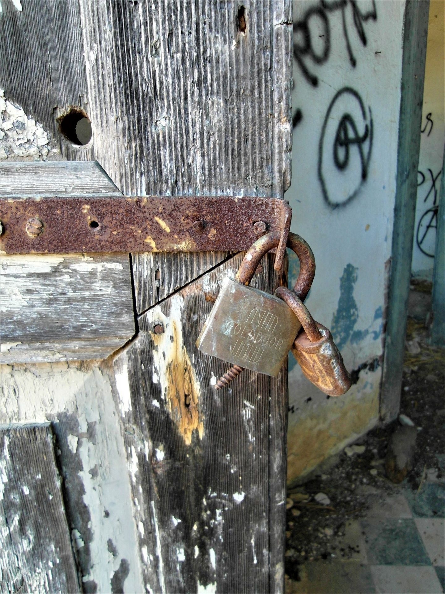 A broken padlock, an open door to the past