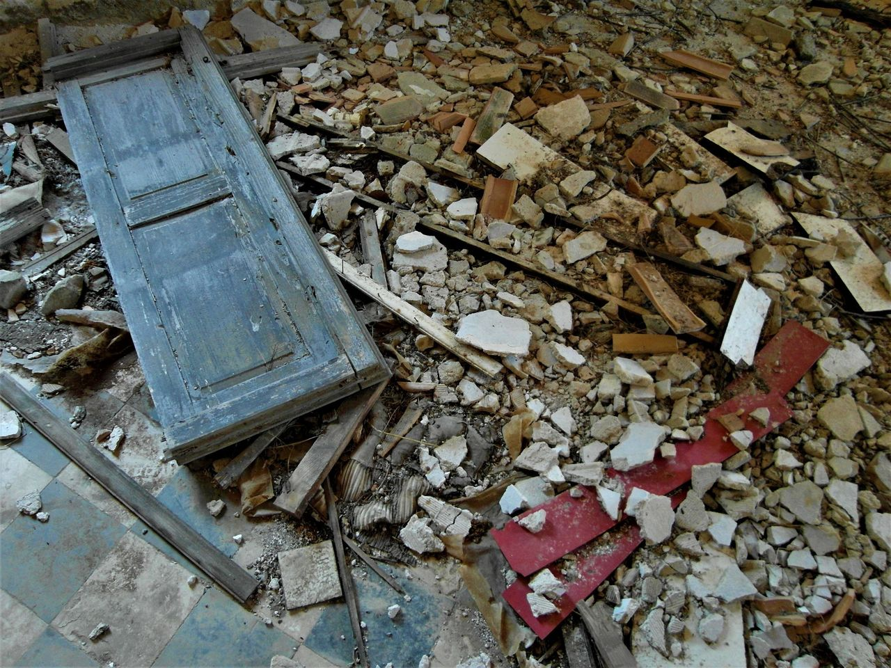 Debris of the past, fragments of History, scattered on the floor