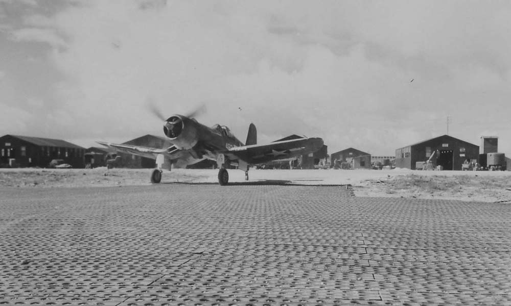 A Corsair of the 4th Marine Air Wing taxis back to parking following a scramble from Roi Island. June 20, 1944. (Dan Farnham collection)