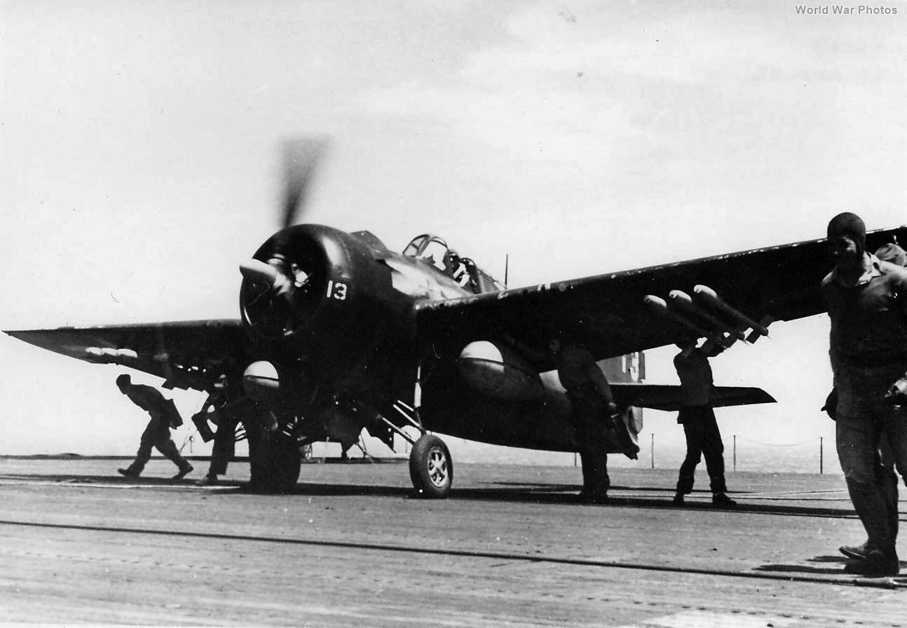 Flight_deck_crewmen_conduct