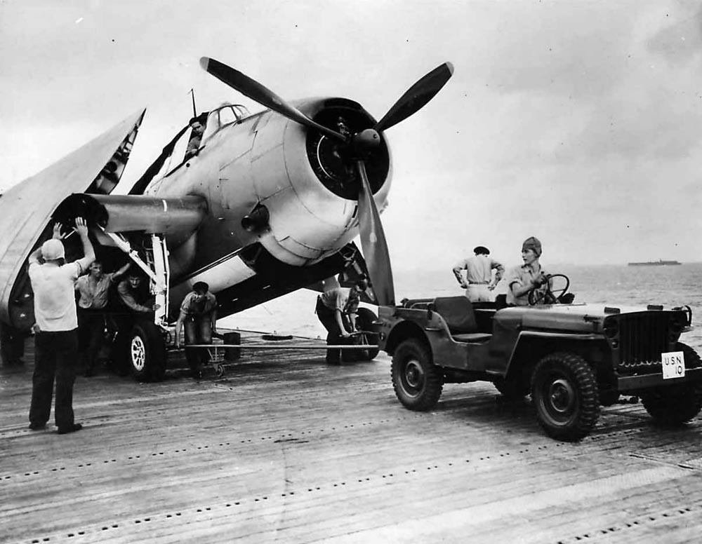 Willys_MB_and_TBF_on_Deck_USS_Yorktown_during_attack_on_Wake_Oct_1943