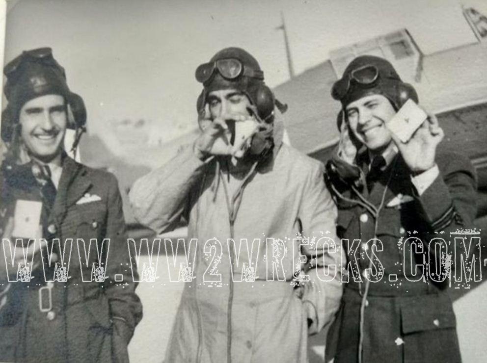 Ο Ιωάννης Κατσαρός με συναδέλφους του. Άραγε τους αναγνωρίζει κάποιος; Φωτογραφία: Άγγελος-Στέφανος Μωραΐτης