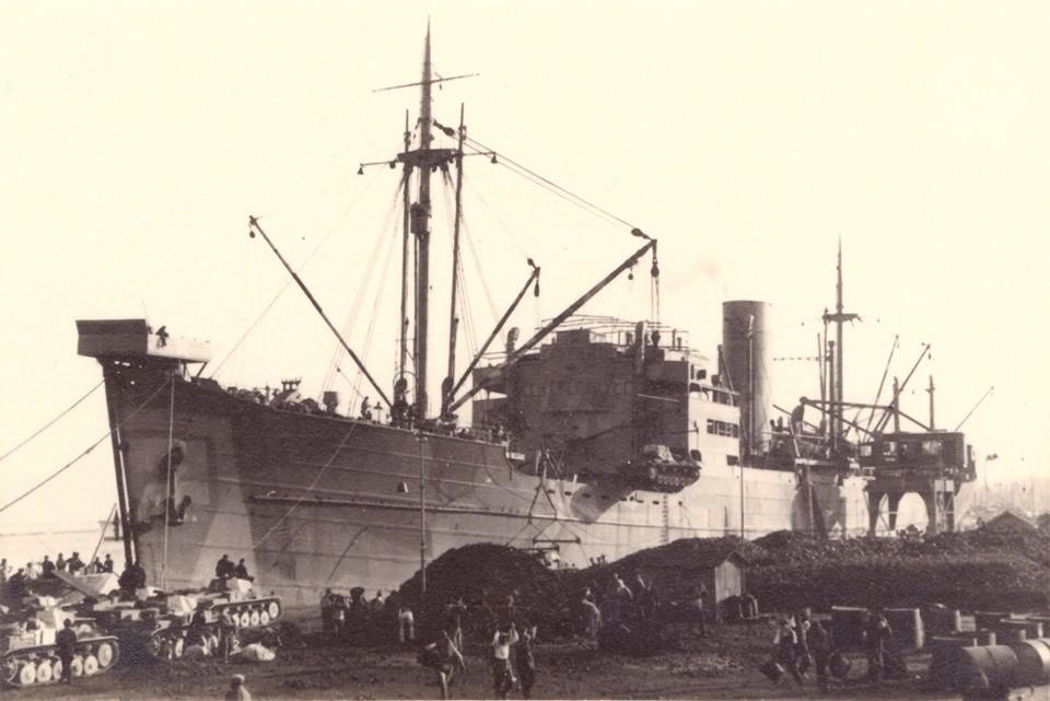 Το εικονιζόμενο πλοίο στην φωτογραφία εποχής δεν είναι το Marburg  αλλά το Kybfels στο λιμάνι της Πάτρας που φέρει και αυτό παρόμοιο μηχανισμό στην πλώρη.