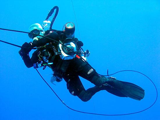 Kevin decompressing on MV Empress's surface-supplied oxygen system