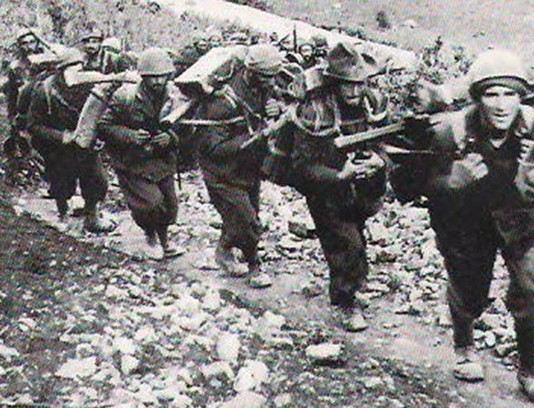 Italian mountain troops marching at the front, 1940