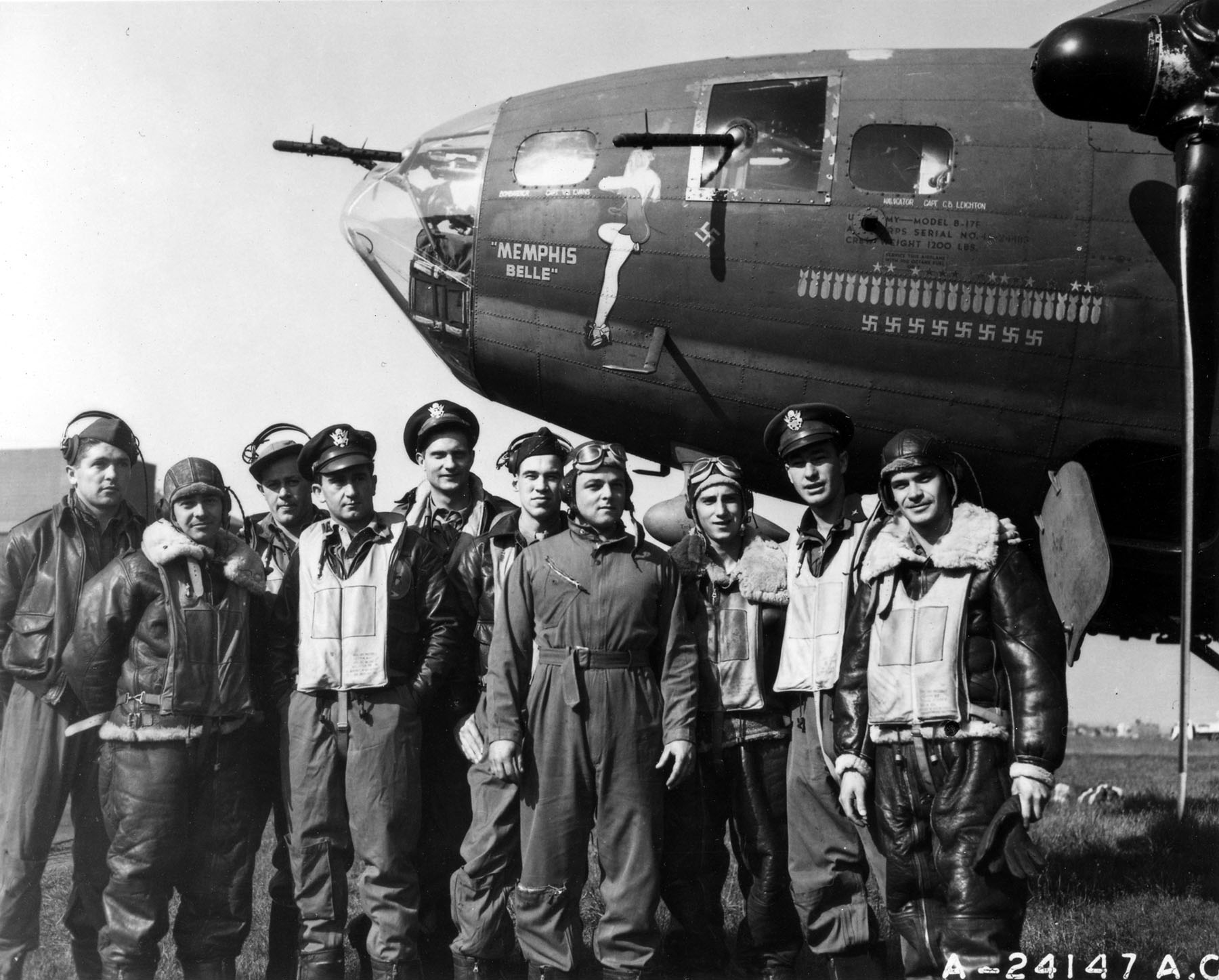 """The B-17 """"Memphis Belle"""" and crew. (U.S. Air Force photo)"""