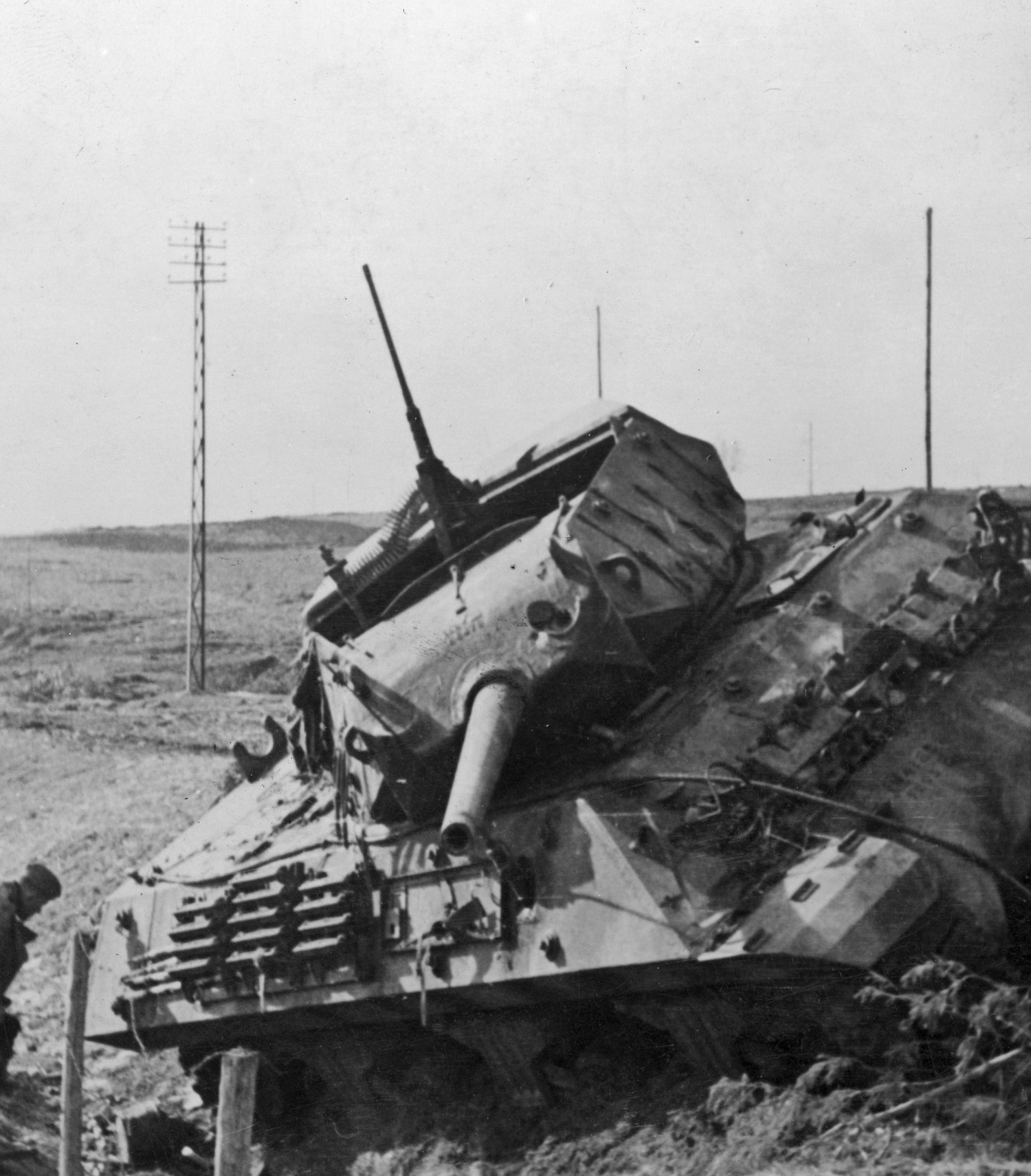 An American M10 tank destroyer. A similar one was hit and blown up by a German tank, until Mr. Gerard Louis found the answers in the woods.
