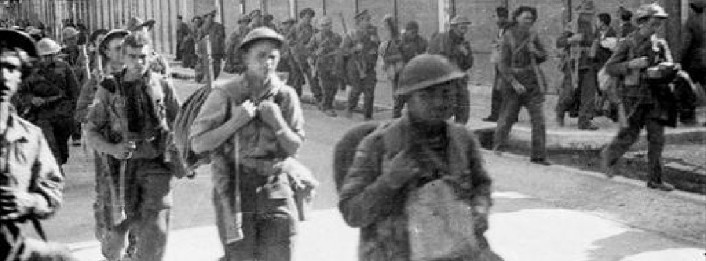 Allied troops entering Kalamata in April 1941. Many of them would end up priosoners of war and remain in captivity until 1945.